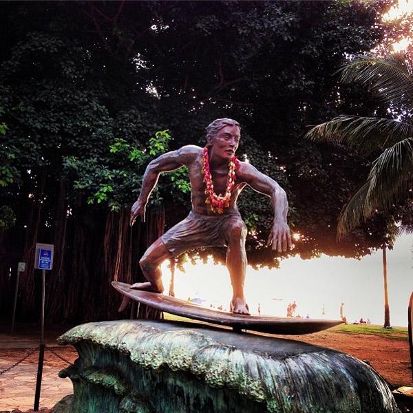 Местный памятник, посвященный занятиям серфингом