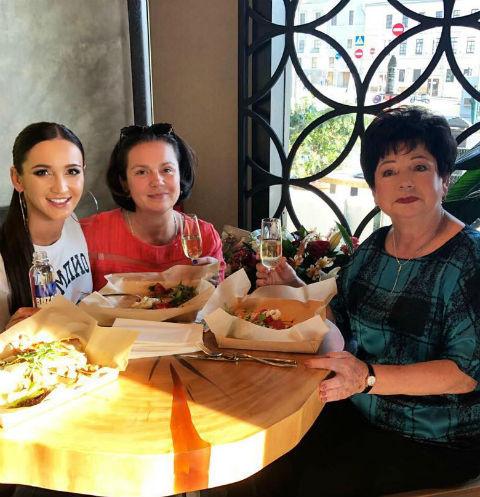Ольга Бузвоа с мамой и бабушкой