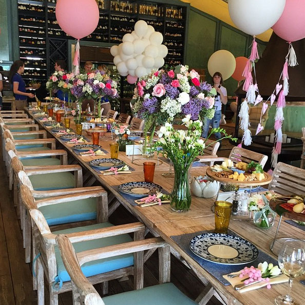 Для гостей был накрыт шикарный стол