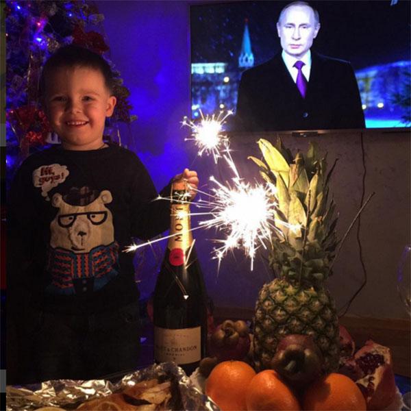 Сын Дарьи и Сергея Тема в новогоднюю ночь не спал!