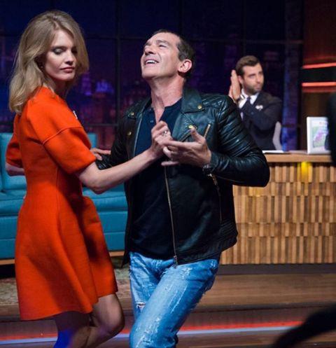 Танец Водяновой и Бандераса в шоу «Вечерний Ургант».