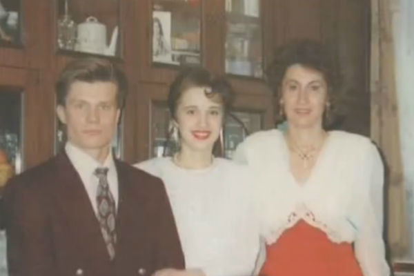 Лариса Копенкина (справа) с зятем и дочерью Анастасией