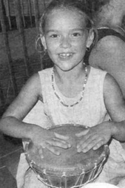 С самого детства дочь Высоцкого и Иваненко Анастасия увлекалась музыкальными инструментами. До сих пор она изредка играет на пианино