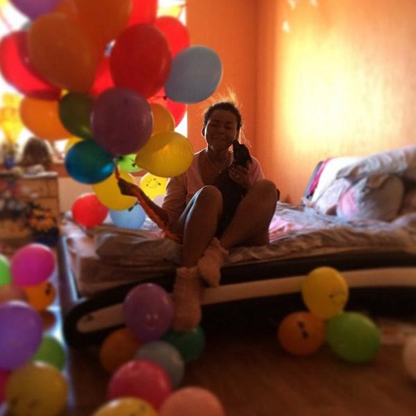 Воздушные шары подняли певице настроение с утра