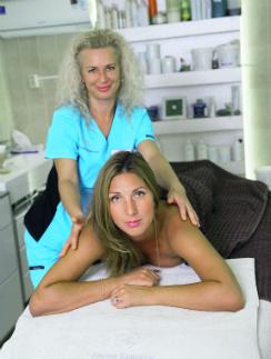 Телеведущая Анастасия Мыскина на массаже