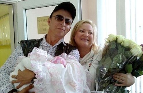 Иван Охлобыстин и Светлана Пермякова с маленькой Варварой