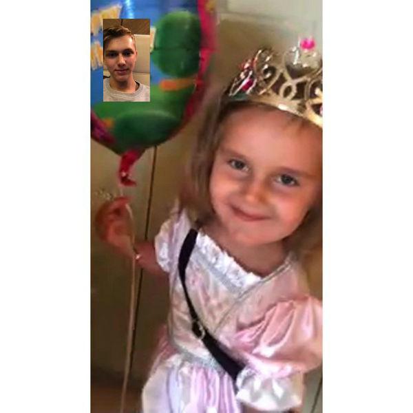 Как и положено принцессе, Клава надела корону и нарядное платье