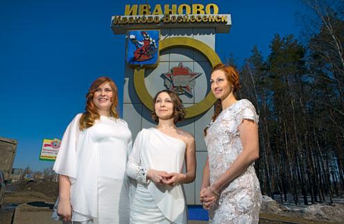«СтарХит» устроил для ивановских красавиц примерку свадебных платьев. Женя, Аня и Марина (слева направо) выбрали наряды, в которых мечтают пойти под венец