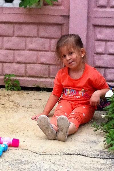 Маленькая Василиса признается своему знаменитому папе, что мечтает стать певицей
