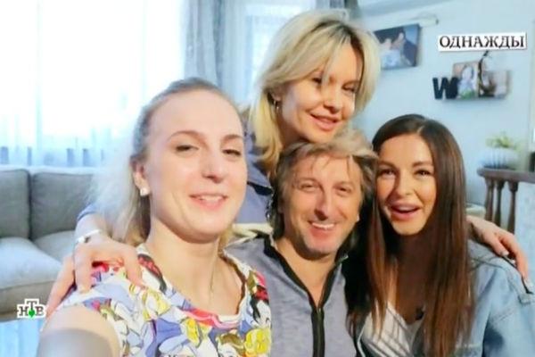 Нюша и Мария Шурочкины с родителями