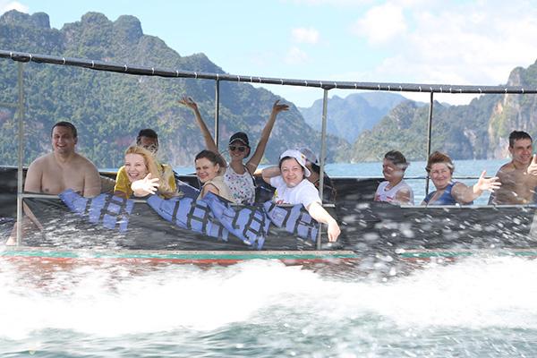 Озеро Чео Лан никогда  не видело таких веселых  путешественников
