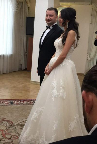 Леонид Закошанский с любимой во время церемонии бракосочетания