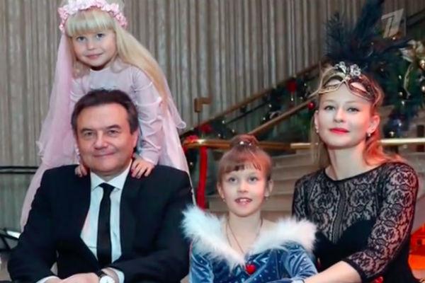 Юля Пересильд, Алексей Учитель с детьми