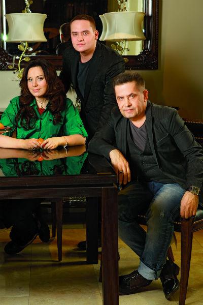 В семье артиста все придерживаются правильного питания. На фото – Николай с женой Натальей и сыном Колей