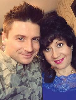 Каждый год Сергей устраивает маме приятные сюрпризы в день рождения