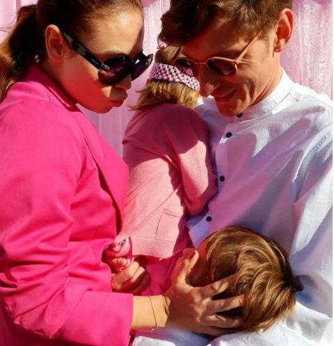 Павел с супругой и детьми