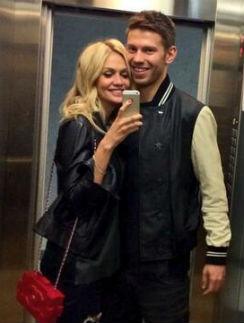 Виктория Лопырева со своим женихом Федором Смоловым