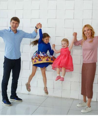 Алексей Ягудин и Татьяна Тотьмянина с дочерями