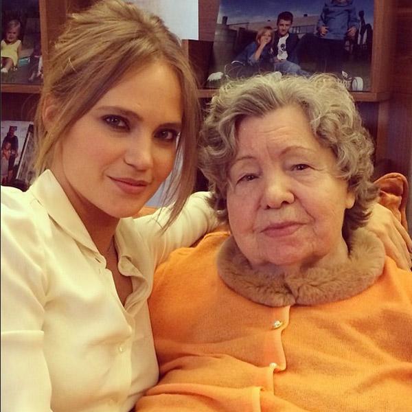 Певица со своей бабушкой