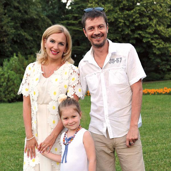 Мария Порошина с бывшем мужем Ильей Древновым и дочкой
