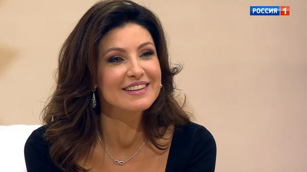 Анастасия заявила, что не собирается представлять своего избранника публике
