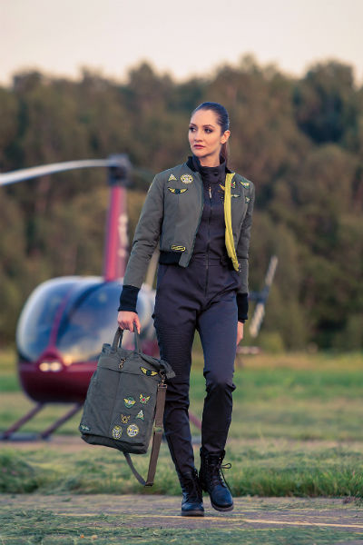 Кроме летных комбинезонов, курток, Катя занимается дизайном сумок