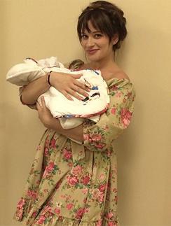 Елена Бушина с новорожденной дочкой
