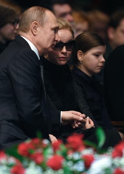 Владимир Путин выражает соболезнования Марине Зудиной и ее дочери Марии