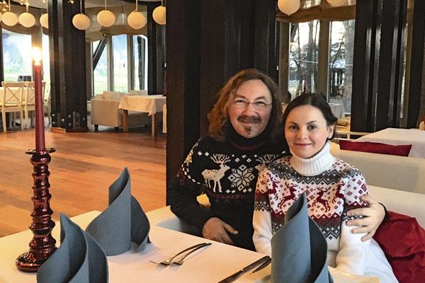 Выбраться вдвоем в ресторан Николаеву и Проскуряковой теперь удается крайне редко