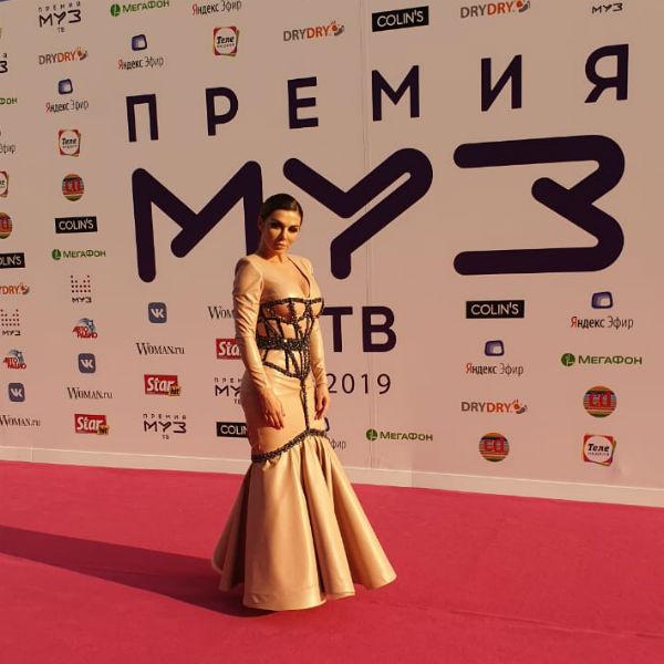 Анна Седокова на красной дорожке премии МУЗ-ТВ