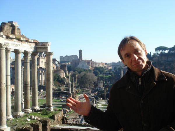 Сегодня к своему итальянскому, английскому, испанскому Артур решил добавить и греческий язык
