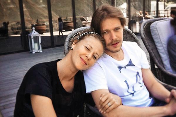 С актрисой Яной Гладких они прожили в браке около года