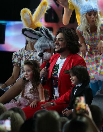 Дети Филиппа Киркорова впервые исполнили его песню со сцены