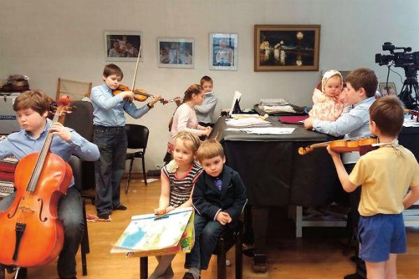 Вот так выглядит семейный ансамбль Яблочкиных во время репетиции