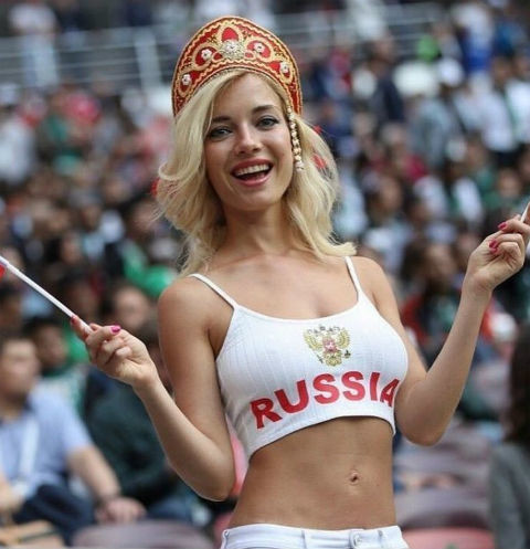 Самую красивую футбольную болельщицу из России затравили за съемки в порнофильмах