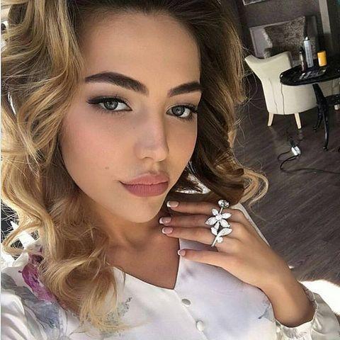 Невесту сына Гуцериева зовут Хадижа Ужахова, ей 20 лет
