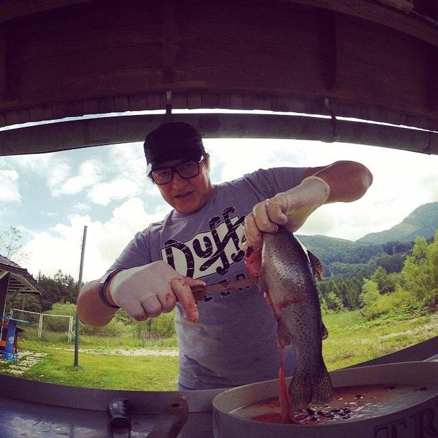 Жена Диброва призналась, что муж впервые чистил рыбу