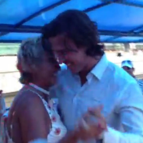 Пара станцевала медленный танец