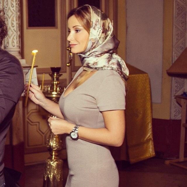 Ольга Орлова на Пасху зажгла свечи