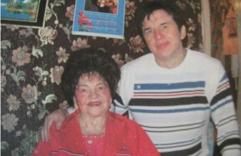 Александра Георгиевна Барыкина с сыном за несколько дней до его гибели. Март 2011.