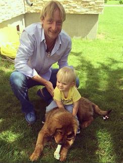 Евгений Плющенко на отдыхе с сыном Сашей