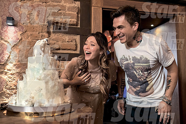 Свадебный торт был в виде айсберга с двумя мишками