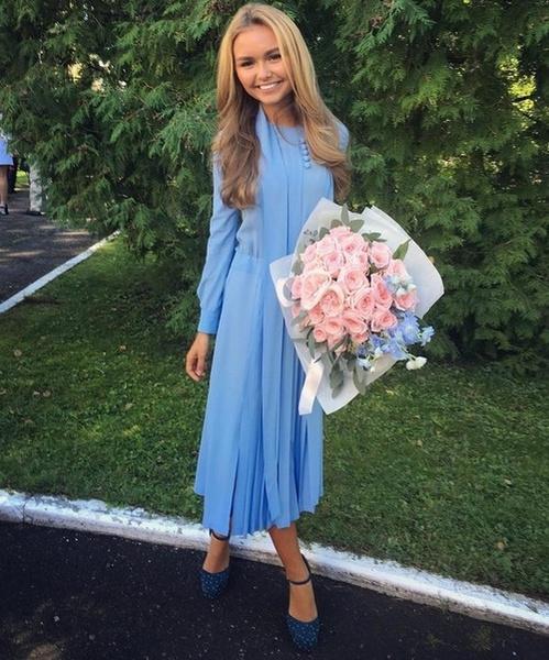 Стеша Маликова на школьной линейке