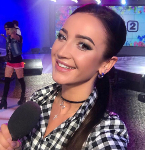 Ольга Бузова сверкнула ягодицами на съемках клипа
