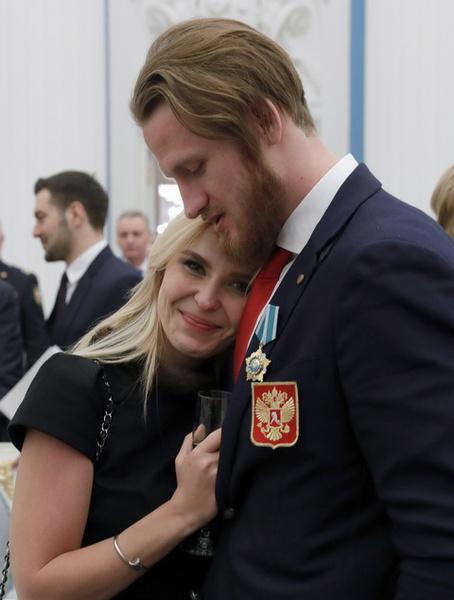 Пелагея и Иван Телегин, обнимавшиеся на публике, опровергли слухи о серьезной ссоре после инцидента с Кариной Лебедевой