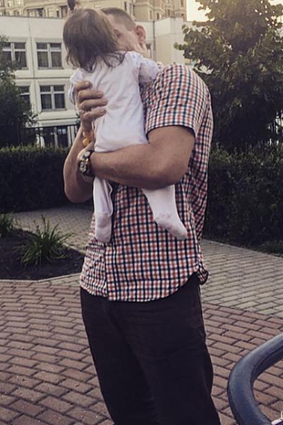 Курбан Омаров с маленькой Теей