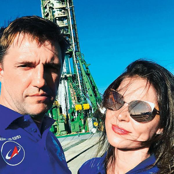 На Байконуре Владимир был уже дважды. Второй раз поехал с женой Еленой Лядовой