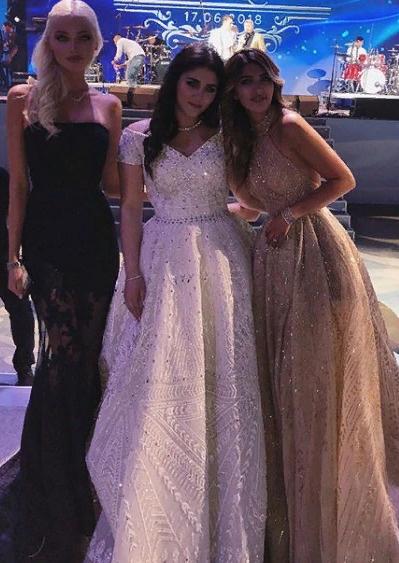 Алена была почетной гостьей на недавней свадьбе сестры Маши Чигиринской