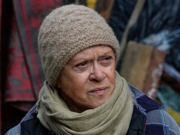 В фильме «Карп отмороженный» Алиса Фрейндлих сыграла роль соседки главной героини