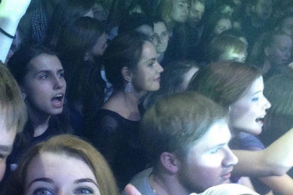 Фанаты узнали в толпе певицу МакSим